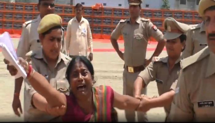 VIDEO: सीएम योगी की सभा में BJP विधायक की शिकायत लेकर पहुंची महिला, देखिए आगे क्या हुआ?