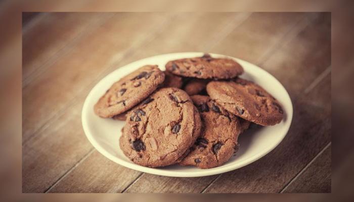 घर पर ऐसे बनाएं टेस्टी और क्रंची चॉकलेट कुकीज
