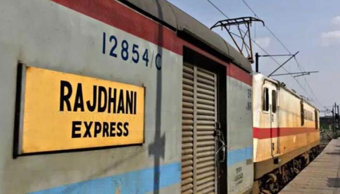 राजधानी और दुरंतो के लेट होने पर रेलवे यात्रियों को देगा ये सुविधा