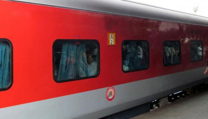 कैश की किल्लत के बीच Railway की यात्रियों को बड़ी सुविधा, आपका जानना है जरूरी