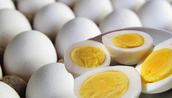 शरीर को नुकसान देता है अंडे का यह हिस्सा, भूलकर भी न खाएं