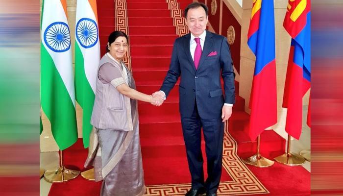 द्विपक्षीय व्यापार, निवेश को बढ़ावा देंगे भारत-मंगोलिया; सुषमा ने कहा, दोनों मुल्कों की दोस्त 6 दशक पुरानी