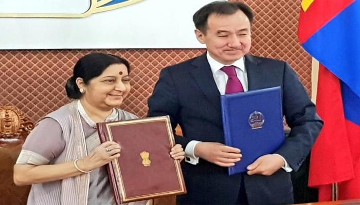 मंगोलिया: सुषमा स्वराज ने विदेश मंत्री से की मुलाकात, आतंकवाद से मिलकर लड़ने पर सहमति