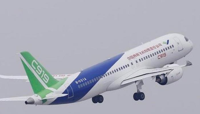 ताजी हवा खाने के लिए चीनी पैसेंजर ने खोला विमान का डोर, फ्लाइट में मची अफरातफरी