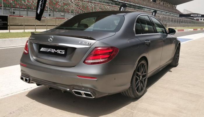 Mercedes ने लॉन्च की हवा से बात करने वाली कार, कीमत जान हो जाएंगे हैरान