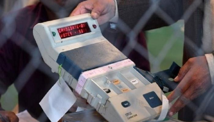 सरकार ने कहा- 'प्राइवेट कंपनी से खरीद लें VVPAT मशीन', चुनाव आयोग ने कर दिया साफ इनकार