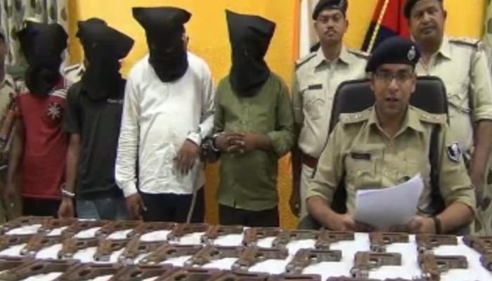 मुंगेर : पुलिस के हत्थे चढ़े हथियार तस्कर, 80 पिस्टल बॉडी भी बरामद