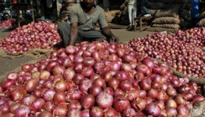 50 पैसे किलो बिक रहा है प्याज, लागत भी नहीं निकाल पा रहे हैं किसान