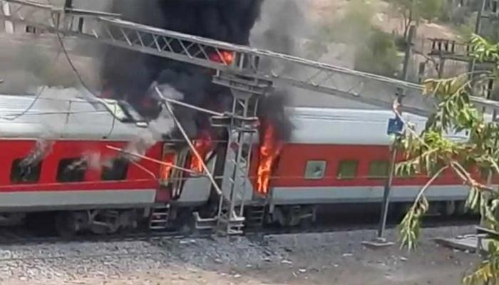 एपी AC एक्सप्रेस के 4 कोच में लगी आग, दिल्ली से विशाखापट्टनम जा रही थी ट्रेन