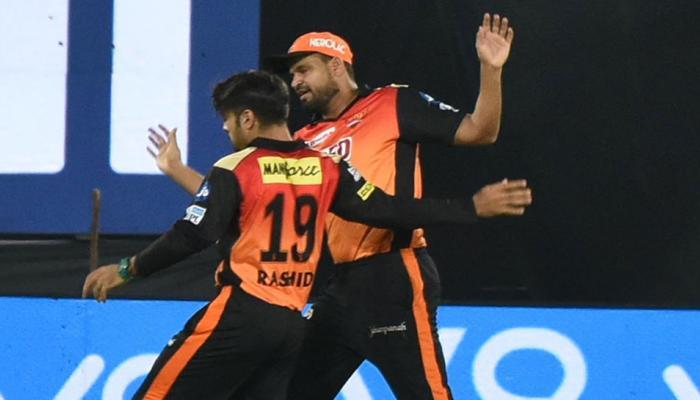 VIDEO: हैदराबाद के खिलाड़ियों के गालों पर नजर आए लिपस्टिक के निशान