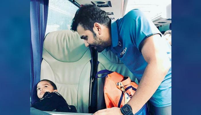 VIDEO: जब रोहित शर्मा ने 'जूनियर गब्बर' को डराया, मम्मी की गोद में जा छिपे जोरावर