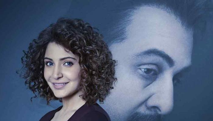 SANJU: ट्रेलर से एक दिन पहले रिलीज हुआ नया पोस्टर, कुछ इस अंदाज में नजर आईं अनुष्का शर्मा