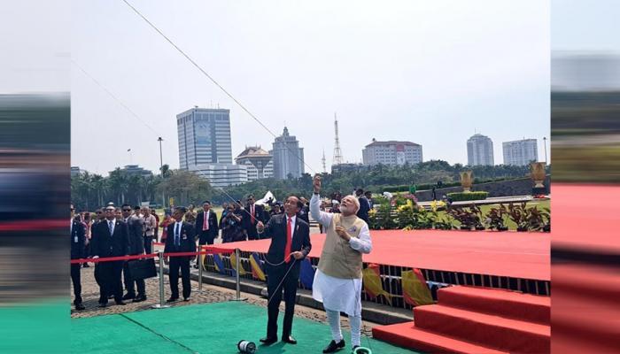 VIDEO: इंडोनेशिया में PM मोदी ने पतंगबाजी में आजमाए हाथ, आसमान में नजर आया रामायण-महाभारत