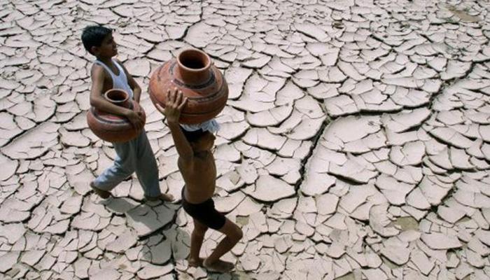 मप्र: रायसेन में  पानी की किल्लत हुई जानलेवा, रेलवे स्टेशन बना सहारा