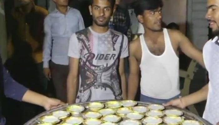 किसान आंदोलन: मंदसौर में किसानों ने बंटवाई खीर, 10 की हड़ताल का दूसरा दिन