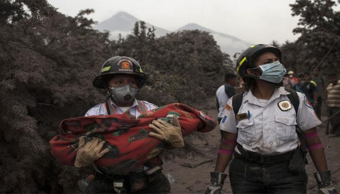 ग्वाटेमाला : ज्वालामुखी विस्फोट तीन दिन बाद भी निकाले जा रहे शव, मृतकों की संख्या 60 के पार