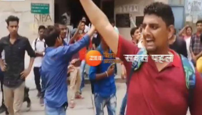 BSEB Result 2018 : इंटरमीडिएट के परिणाम आने के बाद छात्रों का हंगामा, कार्यालय के शीशे तोड़ जाहिर किया गुस्सा