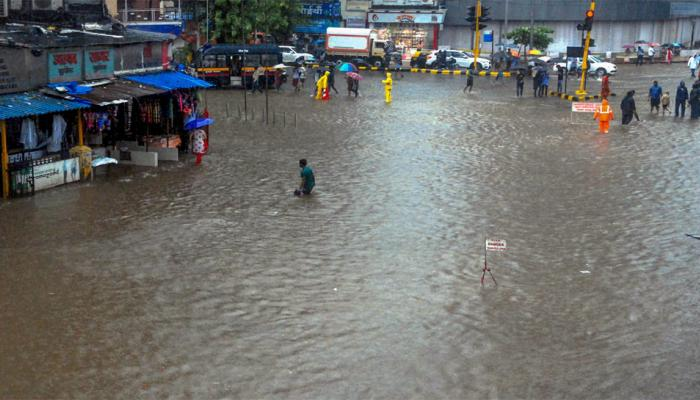 UP में आंधी, आकाशीय बिजली की चपेट में आने से 26 की मौत, मुंबई में भारी बारिश