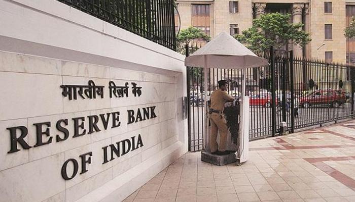 6 बैंकों से आपको नहीं मिलेगा लोन! RBI जल्द लगा सकता है बड़ी पाबंदी