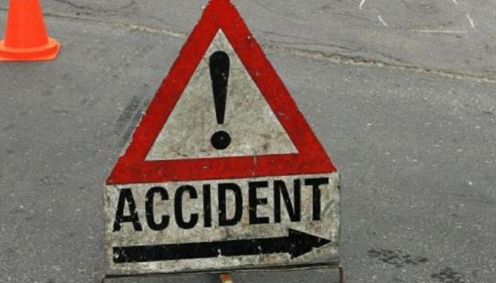 दंतेवाड़ा- टायर फटने के कारण पेड़ से टकराया वाहन, हादसे में 4 की मौत