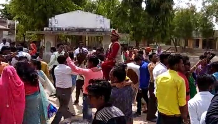 गुजरात: घोड़ी पर बैठा दलित दूल्हा तो रोकी गई बारात, जिग्नेश ने साधा सरकार पर निशाना
