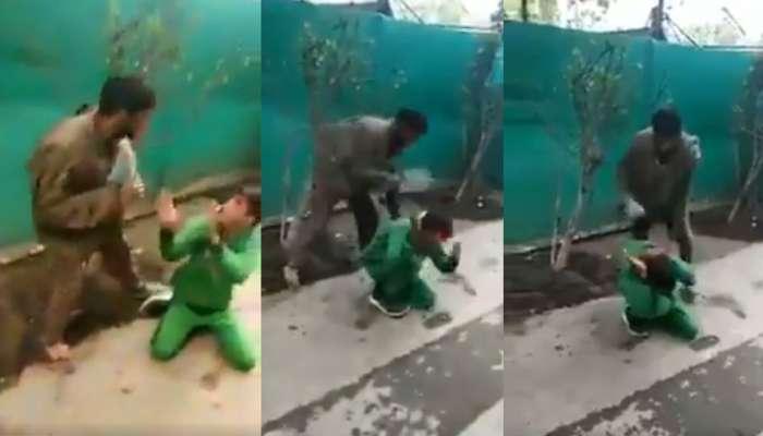 जब पत्थरबाज की पिता ने की चप्पल से पिटाई, VIDEO देखकर सैल्यूट करेंगे आप