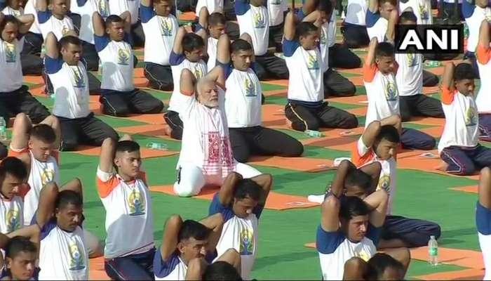 अंतरराष्ट्रीय योग दिवस: पीएम ने 50 हजार लोगों के साथ किया योग, बोले- योग दुनियाभर में जन आंदोलन बन चुका है