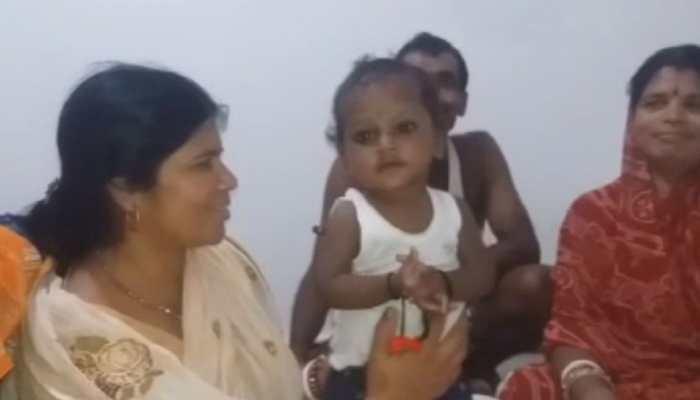 बिहार : मां ने 8 महीने की बेटी को झाड़ी में फेंका, दूसरे परिवार ने अपनाया