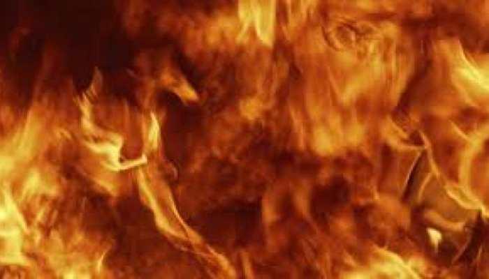 बीजापुर में नक्सलियों ने यात्री बस को किया आग के हवाले, सभी सुरक्षित