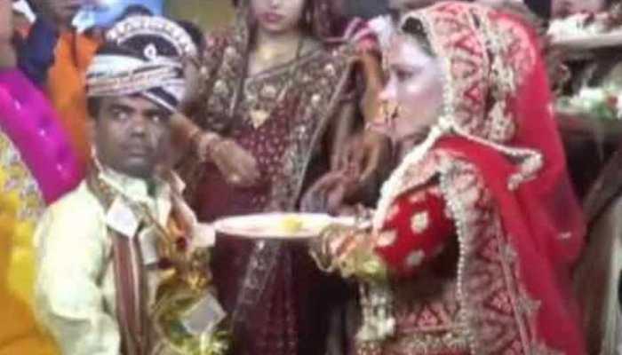 GORAKHPUR: UNIQUE WEDDING 34 inch groom and 33 inch bride