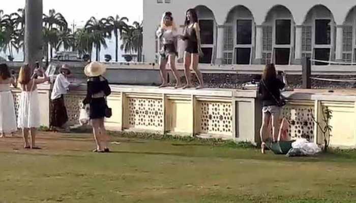 VIDEO: मस्जिद में डीजे बजाकर लड़कियों ने किया धमाकेदार डांस, मचा बवाल