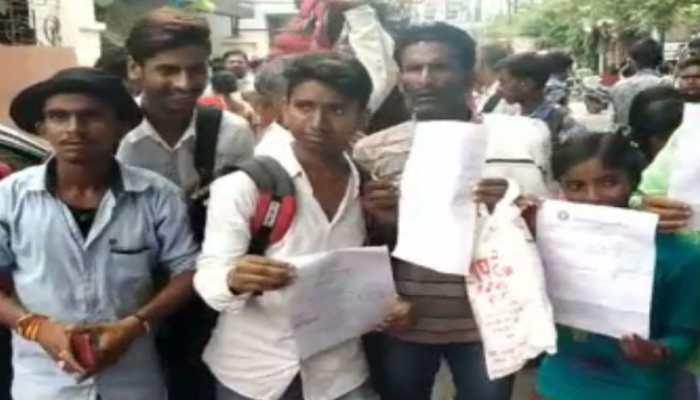 बिहार बोर्ड कार्यालय के बाहर हंगामा कर रहे छात्रों को दिया गया आश्वासन, प्रदर्शन खत्म