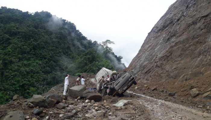 अरुणाचल प्रदेश : भूस्खलन के दौरान ITBP की बस पर पत्थर गिरने से 4 जवानों की मौत, 8 घायल