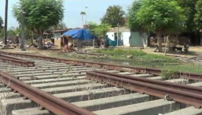 फर्जीवाड़ाः रेलवे की जमीन पर दे दिया प्रधानमंत्री आवास योजना के तहत 30 लोगों को घर