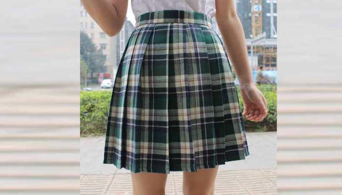 ब्रिटेन के स्कूलों में स्कर्ट बैन करने की तैयारी, छात्राओं को पहनना पड़ सकता है फुलपैंट