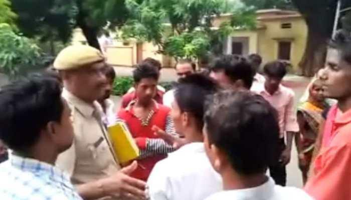 प्रतापगढ़: धर्म परिवर्तन के आरोप में दलित महिलाओं और बच्चों को दौड़ा-दौड़ा कर पीटा