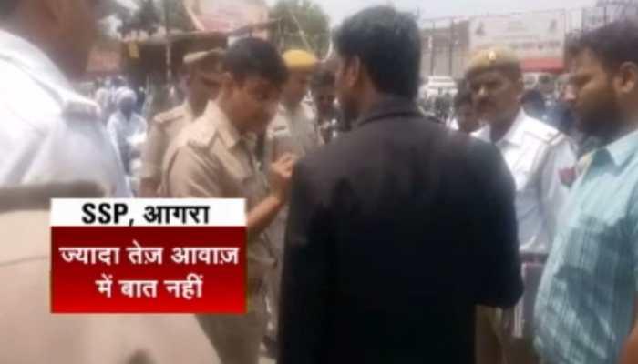VIRAL VIDEO: आगरा में बीच सड़क पर SSP-वकील के बीच बहस, कहा- 'किस बात की गर्मी है'