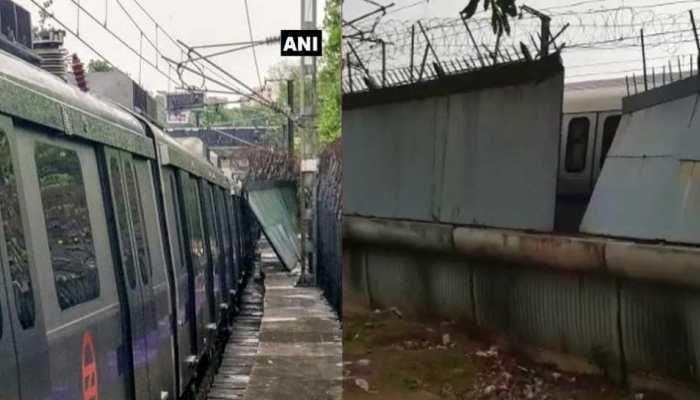 दिल्ली मेट्रो में टला बड़ा हादसा, चलती ट्रेन पर गिरी रेलिंग की दीवार