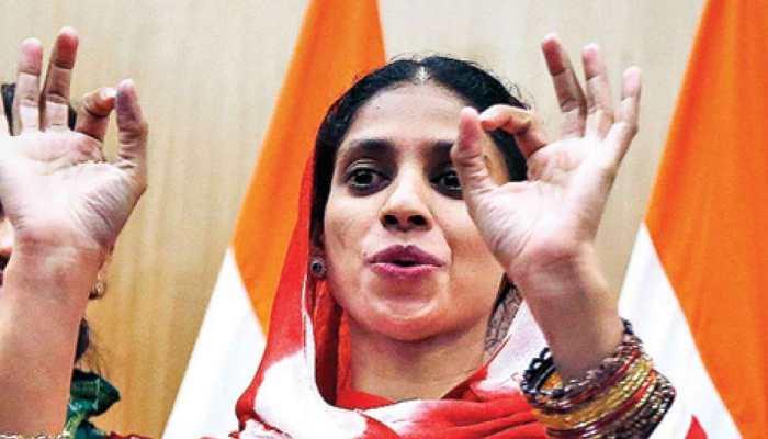 Madhya Pradesh : pakistan return girl geeta Spent time with Disable children In Indore Mall