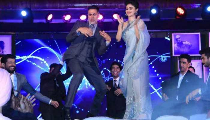 Video: जमकर नाचे मौनी रॉय संग अक्षय कुमार, फिल्म 'गोल्ड' के गाने पर यूं लगाए ठुमके