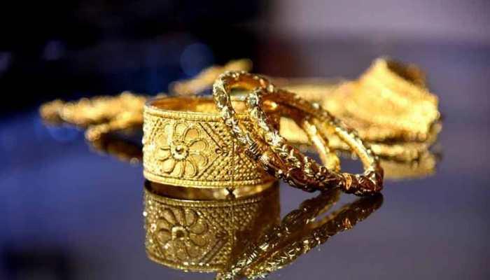 शादी के सीजन में महंगा हुआ सोना, चांदी की कीमतें टूटी