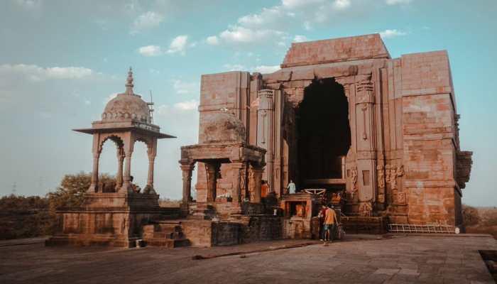 bhojeshwar temple is famous as world biggest Shivling bhojpur madhya pradesh
