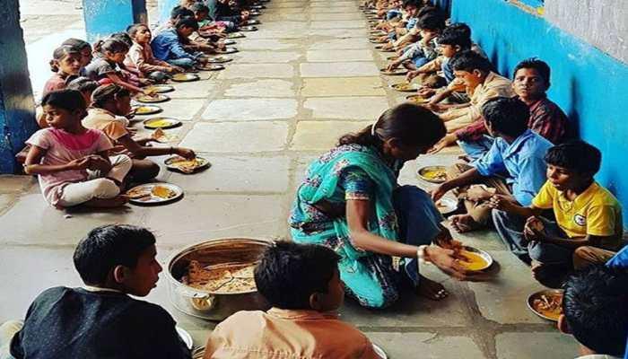 MP: जहरीला मिड डे मील खाने से पचास बच्चों की बिगड़ी हालत