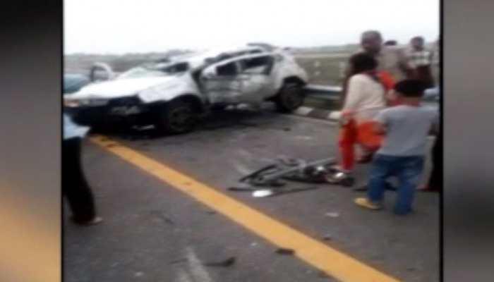 उन्नाव: रफ्तार का कहर, लखनऊ-आगरा एक्सप्रेस-वे पर कार पलटी, दो की मौत