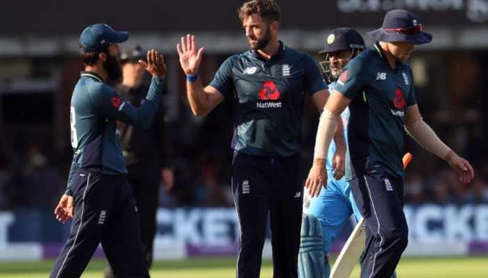 VIDEO : IPL खत्म होते ही बदल गए सुर, 'धोनी-धोनी' की जगह दर्शकों ने....