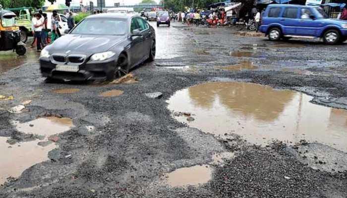 सड़क दुर्घटना के लिए सिर्फ गड्ढों को जिम्मेदार नहीं ठहराया जा सकता : महाराष्ट्र सरकार