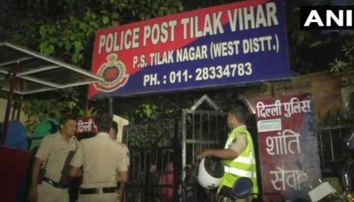दिल्ली : परिवार के डर से पुलिस चौकी में ही फांसी के फंदे पर झूली लड़की, 3 अधिकारी लाइन हाजिर