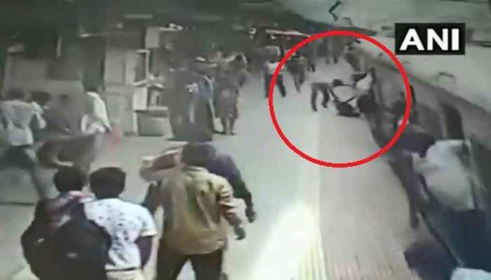 VIDEO : ट्रेन के नीचे आई महिला, RPF जवान ने खुद को जोखिम में डालकर बचाई जान