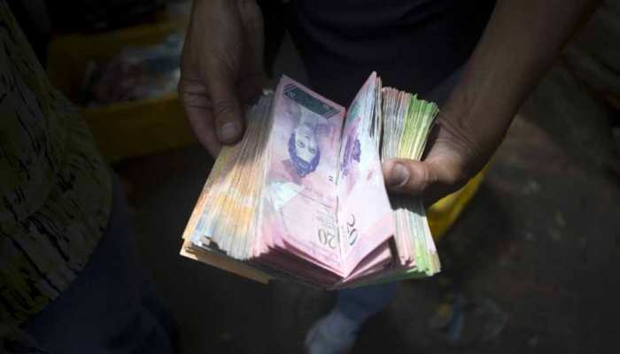 Venezuela inflation : who earns the monthly salary of 5m bolívares – barely enough to buy food to children