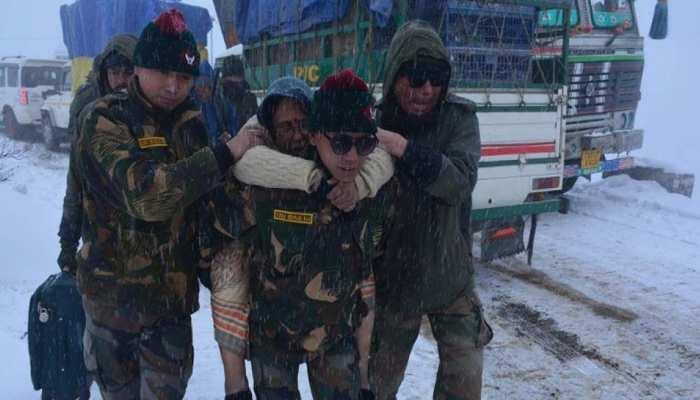 जम्मू: सेना ने पुंछ में भूस्खलन होने से फंसे 150 यात्रियों का किया रेस्क्यू